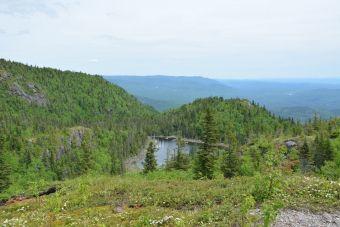 Deux paysages panoramiques photographiés à partir du Pic-de-la-Hutte sur le Mont-Valin.