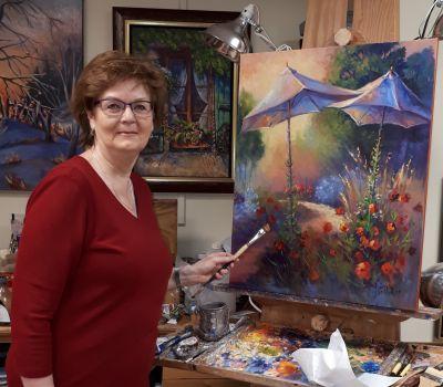 L'artiste peintre Réjeanne Pelletier à l'oeuvre