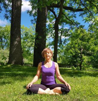 Nora Byrne, professeur de yoga
